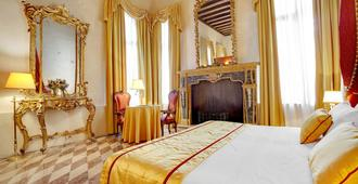 Hotel Dona Palace - Venice - Bedroom