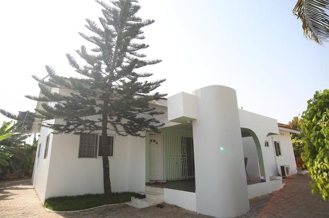 Akmary Guest House - Accra - Building