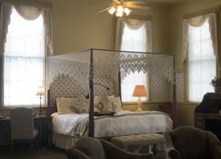 Chambery Inn - Lee - Bedroom