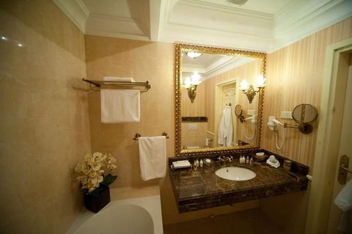 諾比利斯酒店 - 利沃夫 - 利沃夫 - 浴室