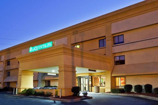 La Quinta Inn & Suites by Wyndham Columbus State University - Columbus - Κτίριο