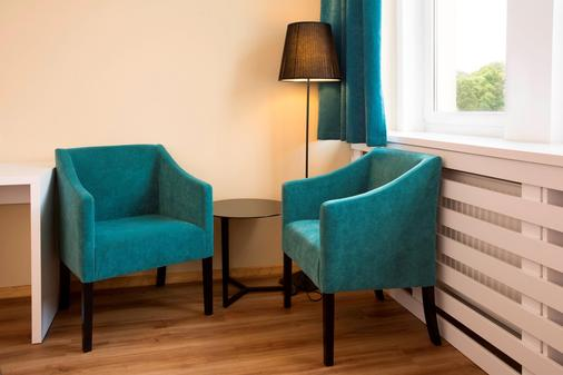 Traffic Hotel - Poznan - Living room
