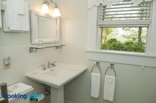 The Orchard Inn - Saluda - Bathroom