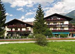 Hotel Berghof - Neustift im Stubaital - Building