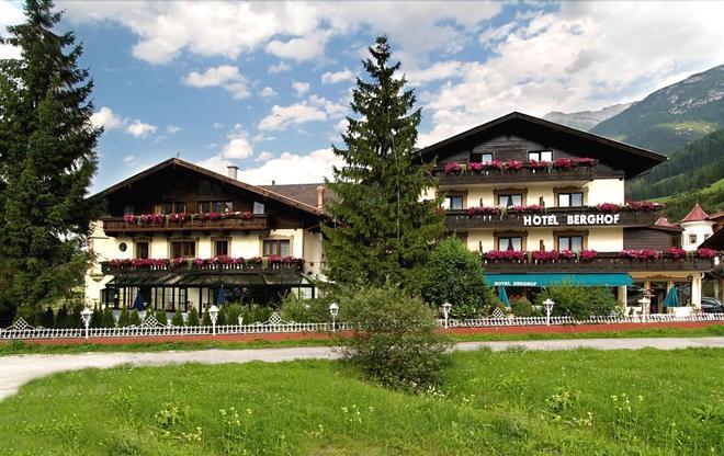 Hotel Berghof - Neustift im Stubaital - Κτίριο