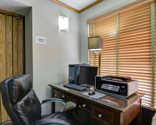 Quality Inn - Fort Smith - Business center
