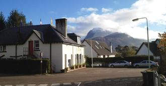 Chase The Wild Goose Hostel - Fort William - Building