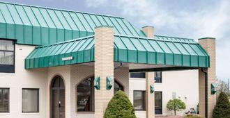Quality Inn & Suites - Indianapolis - Building