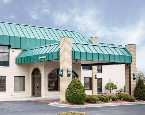 Quality Inn & Suites - Indianapolis - Building