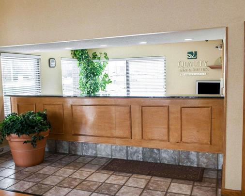 Quality Inn & Suites - Indianapolis - Front desk
