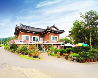 Family House - Sokcho - Building