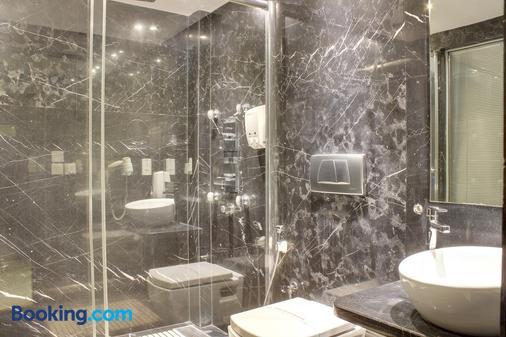 Hotel Godwin Deluxe - New Delhi - Phòng tắm