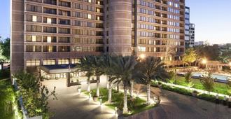DoubleTree by Hilton Hotel & Suites Houston by the Galleria - Houston - Building