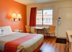 塞勒姆 6 號汽車旅館 - 賽倫 - 塞勒姆 - 臥室