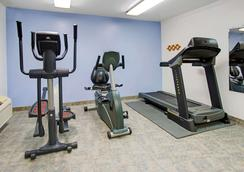 Super 8 by Wyndham Fort Collins - Fort Collins - Gym
