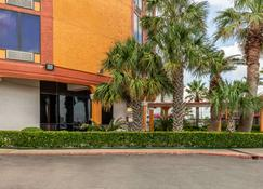 Quality Inn - Pasadena - Κτίριο