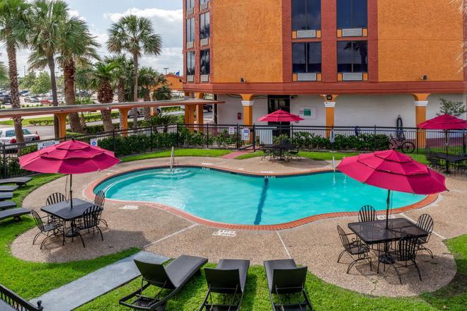 Quality Inn - Pasadena - Pool