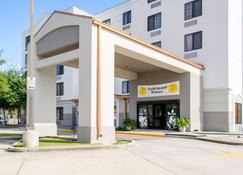 Sleep Inn and Suites Metairie - Metairie - Building