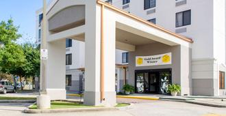 Sleep Inn and Suites Metairie - Metairie