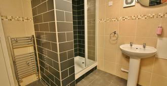 Central Hotel Cheltenham by Roomsbooked - Cheltenham - Bathroom