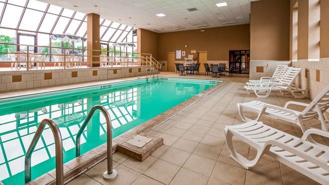Best Western Watertown Fort Drum - Watertown - Pool