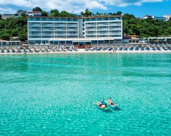 Ammon Zeus - Kallithea - Beach