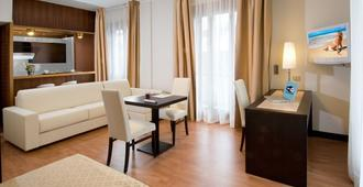 Suite Hotel Elite - Bologna - Living room