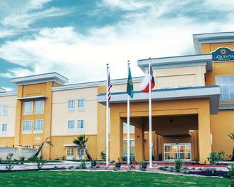 La Quinta Inn & Suites by Wyndham Cotulla - Котулла - Здание