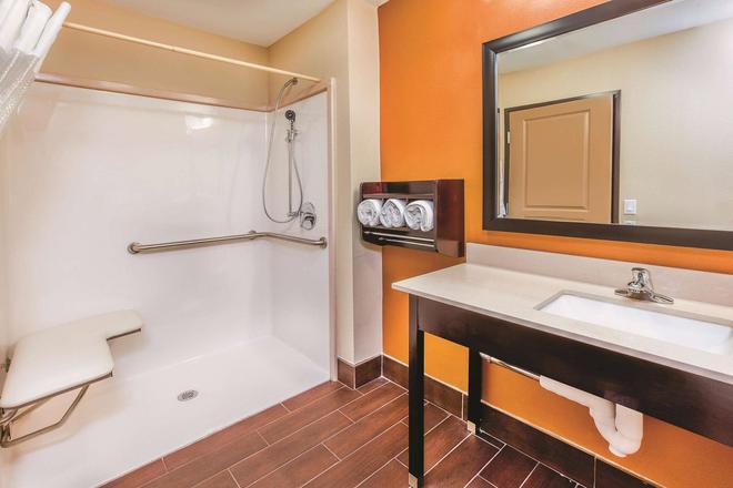 La Quinta Inn & Suites by Wyndham Cotulla - Cotulla - Kylpyhuone
