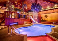 Sybaris Pool Suites Northbrook - Adults Only - Northbrook - Piscina