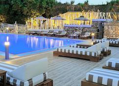 The 'L' Suites & Apartments - Lassi - Pool