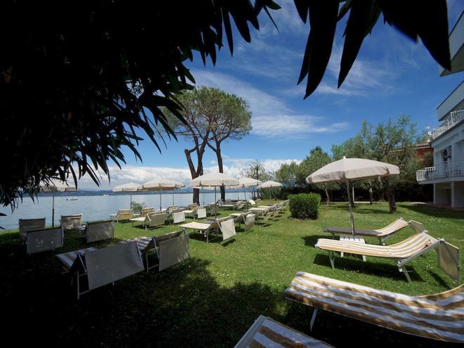 Hotel Saviola - Sirmione - Toà nhà