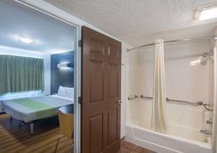 Studio 6 Oklahoma City Airport - Oklahoma City - Bathroom