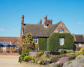 Caley Hall Hotel - Hunstanton - Building