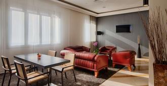 NH 特里斯特酒店 - 第里雅斯特 - 的里雅斯特 - 大廳
