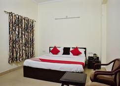OYO 10753 Hotel Triund Regency - Katra - Bedroom