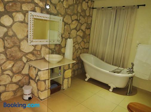 Kleinzee Oceanfront Guesthouse - Gansbaai - Bathroom