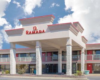 Ramada by Wyndham Edgewood Hotel & Conference Center - Edgewood - Building