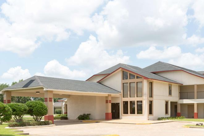 Super 8 by Wyndham Bossier City/Shreveport Area - Bossier City - Building