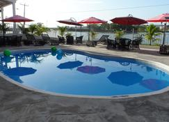 Ramada Tikal Isla de Flores Hotel - Flores - Svømmebasseng