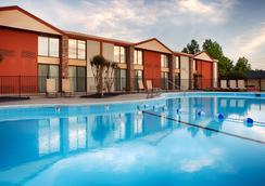 Best Western Plus Burlington - Burlington - Pool