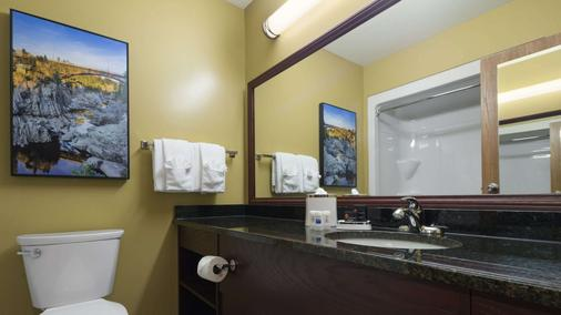 Best Western Plus Grand-Sault Hotel & Suites - Argosy - Bathroom