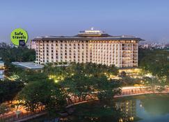 Chatrium Hotel Royal Lake Yangon - Yangon - Κτίριο