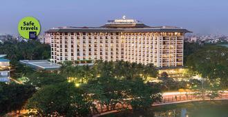 Chatrium Hotel Royal Lake Yangon - יאנגון - בניין