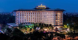 Chatrium Hotel Royal Lake Yangon - Rangoon - Edificio