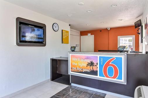 Motel 6 San Jose - Campbell - Campbell - Front desk