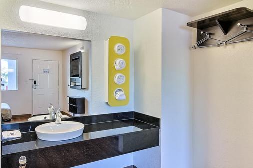 Motel 6 San Jose - Campbell - Campbell - Bathroom
