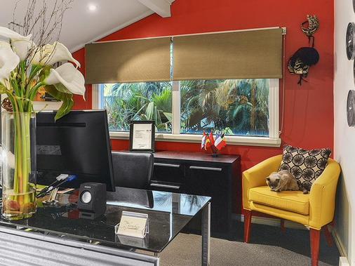 One Thornbury Boutique Bed & Breakfast - Brisbane - Front desk
