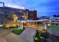 Harper Perintis Makassar - Makassar - Edificio