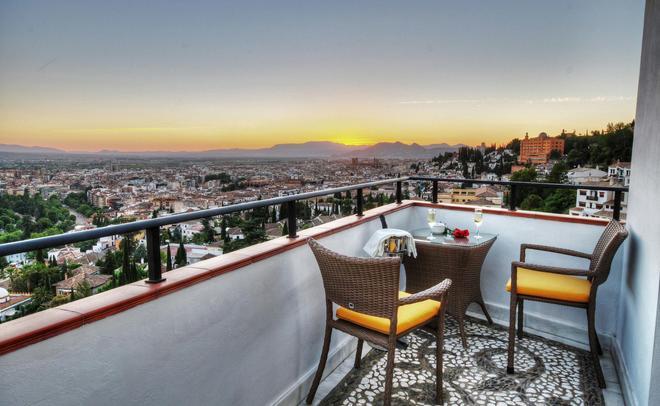 Hotel Mirador Arabeluj - Granada - Balcony